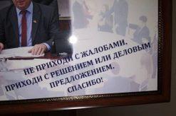 фото: Девиз К. Татарлы, который он, не стесняясь, оформил в рамочку в рабочем кабинете.