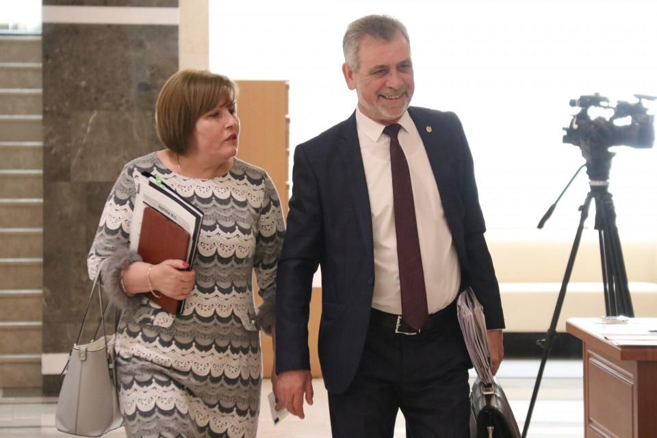 PLDM, PDM, alegeri, Maria Ciobanu, Tudor Deliu, miliard, amant, protest, Chisinau, Moldova, Caravita, mixt,